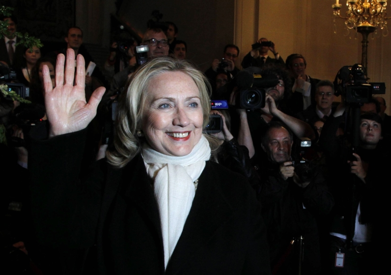 <p>US Secretary of State Hillary Clinton arrives at a meeting of Western and Arab foreign ministers on the Syrian crisis at the ministry of foreign Affairs in Paris on April 19, 2012.</p>