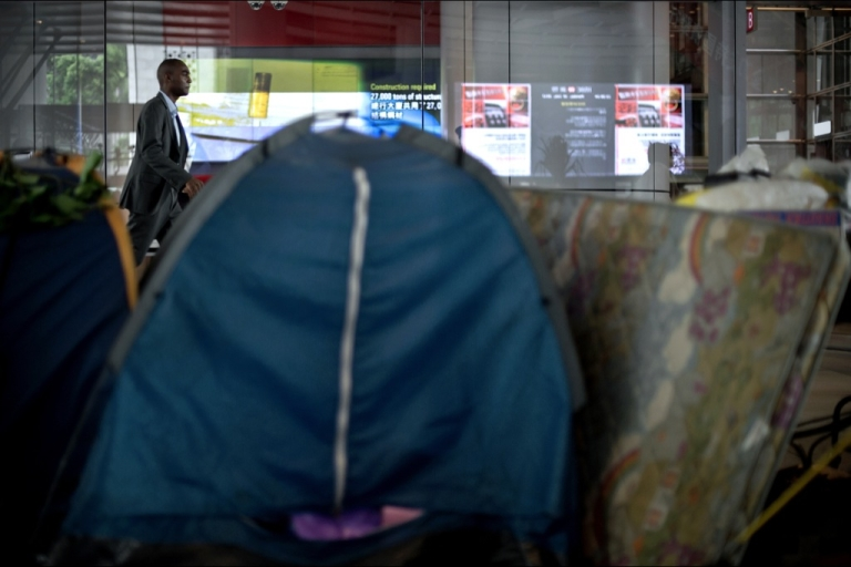 <p>A pedestrian walks past protesters' tents outside the headquarters of HSBC bank in Hong Kong on July 16, 2012. Global banking giant HSBC on July 16, 2012 sought legal permission to evict a handful of protesters camped outside its Hong Kong headquarters, one of the last remnants of the 'Occupy' movement in Asia.</p>