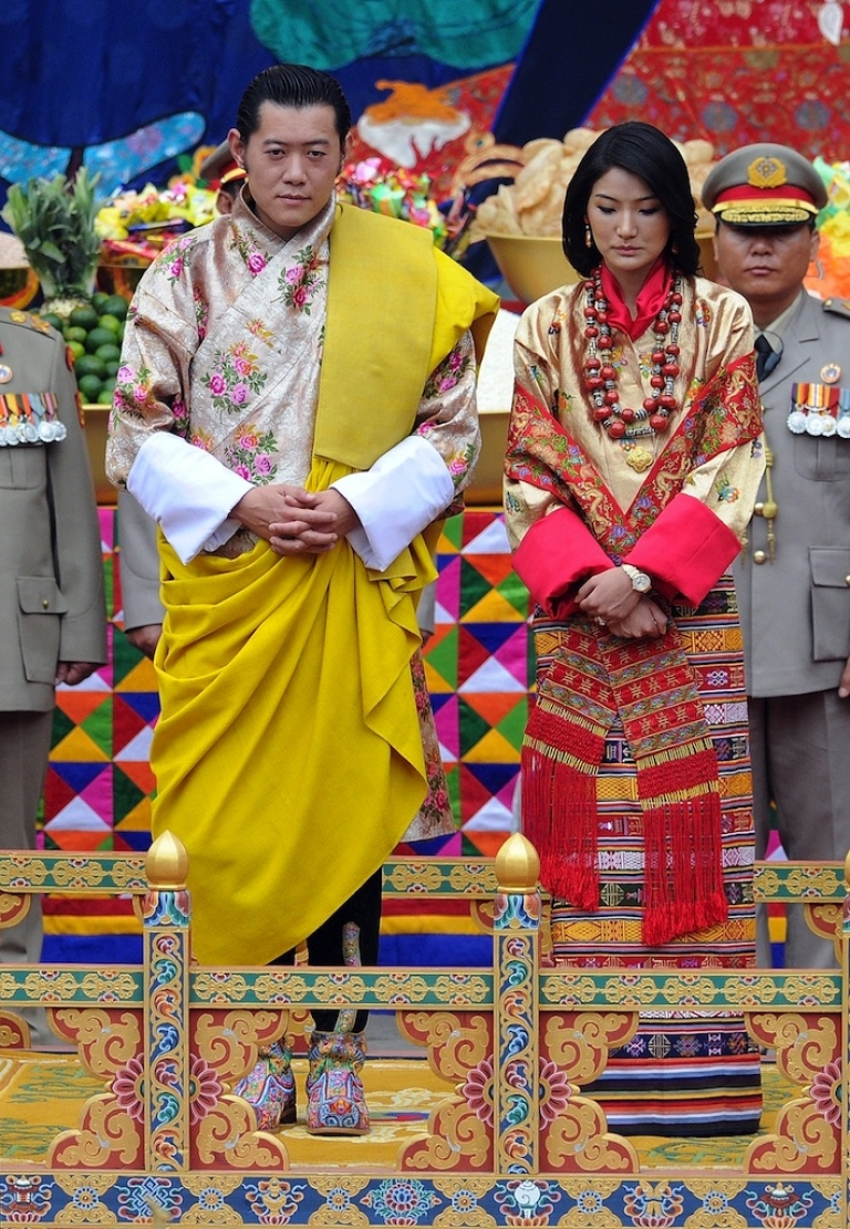 <p>The stunning King of Bhutan Jigme Khesar Namgyel Wangchuck (L) and his beautiful future queen Jetsun Pema (R) stand together during their marriage ceremony in the main courtyard of the 17th-century fortified monastery or dzong in Punakha on October 13, 2011.</p>