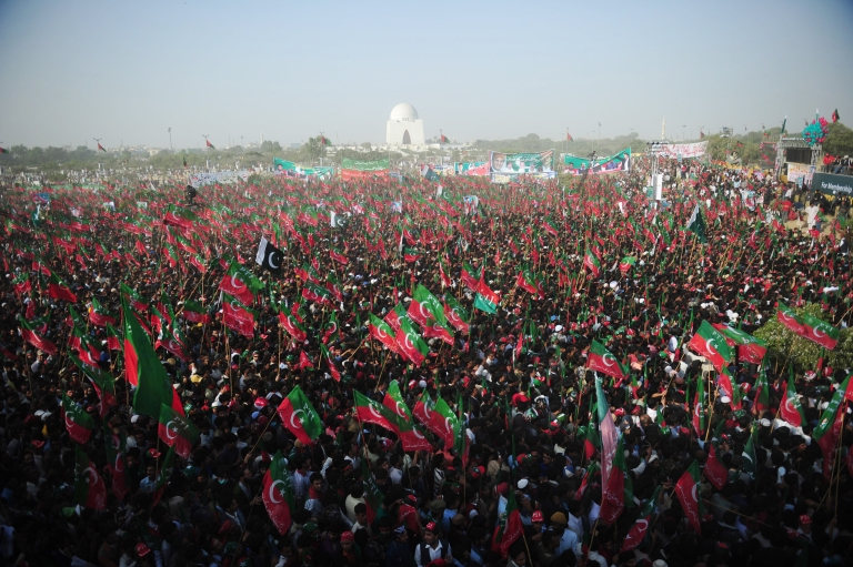<p>Over 100,000 people rallied in support of Imran Khan in Pakistan's port city of Karachi, boosting his image as a rising political force.</p>