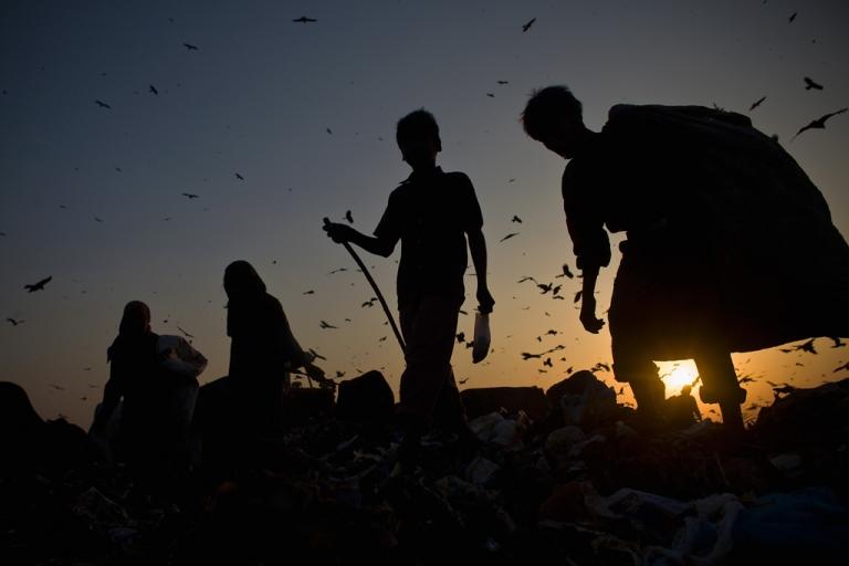 <p>Indian rag pickers sort through garbage.</p>