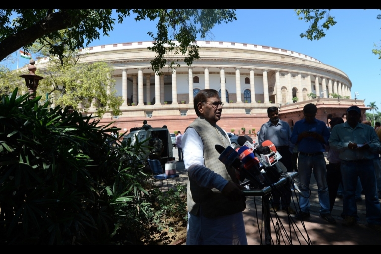 <p>anata Dal (United)'s Senior Leader Shard Yadav (C) briefs media representatives over the backdrop of opposition by Samajwadi Party and disruption of proceedings by BJP over coalgate.</p>