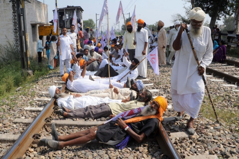 <p>Indian farmers block traffic on a national highway during a protest against the state and central government at Rayya village some 35 kms from Amritsar on October 5, 2012.</p>