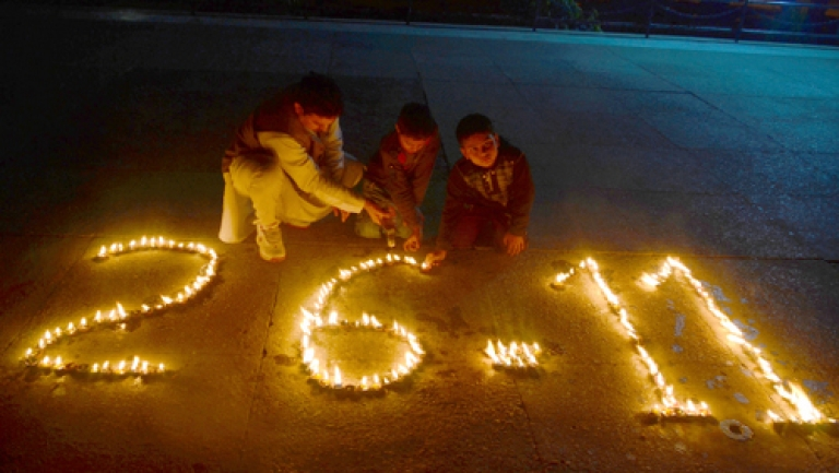 <p>Three Indians light candels in tribute to victims, on the third anniversary of the 2008 Mumbai militant attacks, in Jammu on November 26, 2011. India reminded Pakistan November 26 it was still awaiting