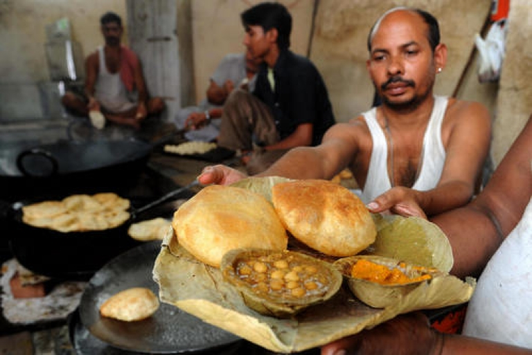 <p>India and Pakistan will battle it out in the kitchen to see which nation deserves the title of Foodistan, in a new Indian reality TV show. Caution: Sharp knives required.</p>