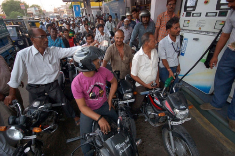 <p>A crowd of motorcyclists queue at a petrol pump to fill their vehicles in Jodhpur on May 23, 2012.</p>