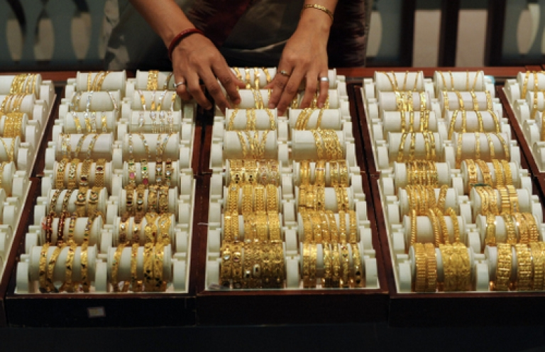<p>A vicious cycle? India's obsession with gold is one reason the rupee won't stop plunging.</p>