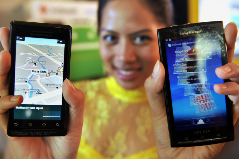 <p>A model displays smartphones with Google's mobile operating system Android during its launch in Jakarta on Feb. 22, 2010.</p>