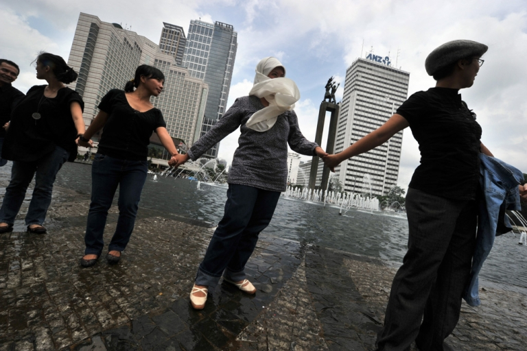 <p>Indonesians from various religions hold hands together in downtown Jakarta on Jan. 7, 2011, as they condemn a bloody religious clash, involving more than 1,000 Muslims who stormed a house in West Java to stop the minority Ahmadiyah Islamic sect from holding worship.</p>