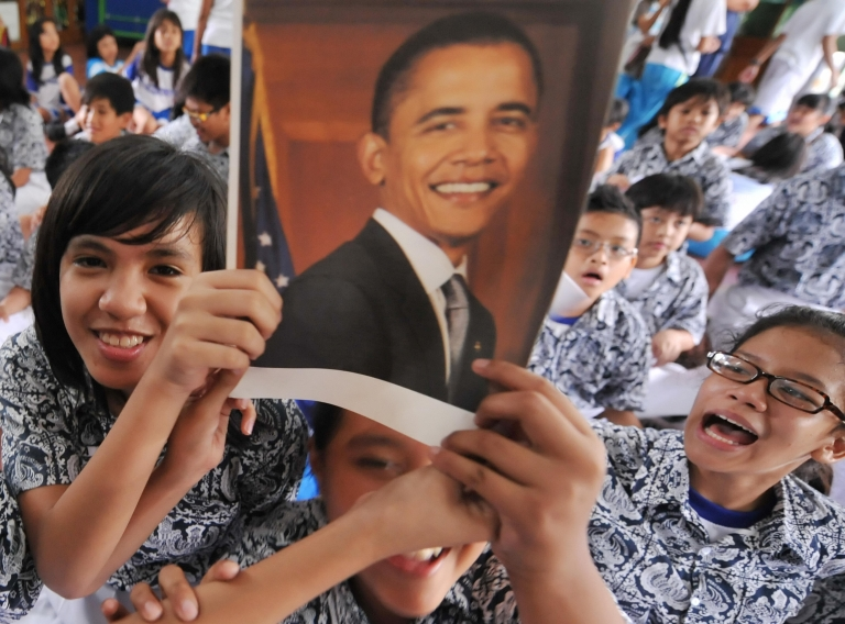 <p>Students of US President elect Barack Obama's old primary school react as their teacher announce the winning of Obama in Jakarta on November 5, 2008.</p>