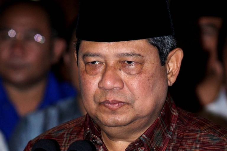<p>Indonesian President Susilo Bambang Yudhoyono announced the beginning of a moratorium on sending Indonesian workers to Saudi Arabia, after an Indonesian woman was beheaded for killing her Saudi boss.  The woman was denied permission to return to Indonesia and murdered her employer.  President Yudhoyono said he will maintain the moratorium until more rights are given to Indonesians working in Saudi Arabia.</p>