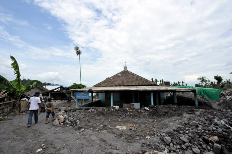 <p>Houses buried under volcanic debris stand in Jumoyo, Magelang in Central Java on January 30, 2011. At least one hundred houses were swept away or buried by volcanic mudflow following heavy rains that carried debris from Merapi volcano. Disaster management officials said they had recorded 353 deaths and many of those were buried under fast-flowing torrents of boiling hot gas and rock that incinerated villages on the southern slopes when the volcano exploded on November 5, its biggest eruption in over a century.</p>