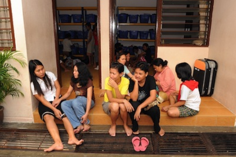 <p>Indonesian domestic workers claiming they've fled abusive employers inside a shelter at the Indonesian embassy in Kuala Lumpur on June 23, 2009.  Maid abuse has become the latest irritant in a diplomatic spat between Malaysia and Indonesia, as labour groups press for better protection for vulnerable migrant workers.</p>