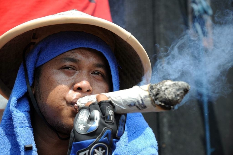 <p>Indonesian tobacco farmers hold a protest against a new tobacco regulations from the Health Ministry in Jakarta on July 13, 2011.</p>