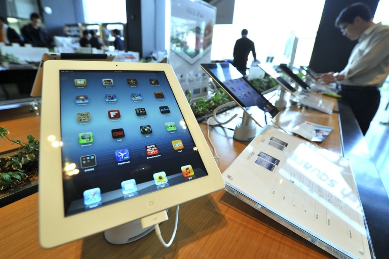 <p>Apple's new iPad is displayed at a Korean distributor of iPhones and iPads, in Seoul on April 20, 2012.</p>
