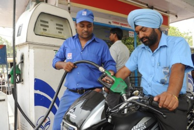 <p>An Indian petrol pump employee fills the tank of a motorbike at a petrol station in Amritsar on July 7, 2011. India imports about 80 percent of its crude oil and has been frantically seeking new fuel sources as its economy grows.</p>
