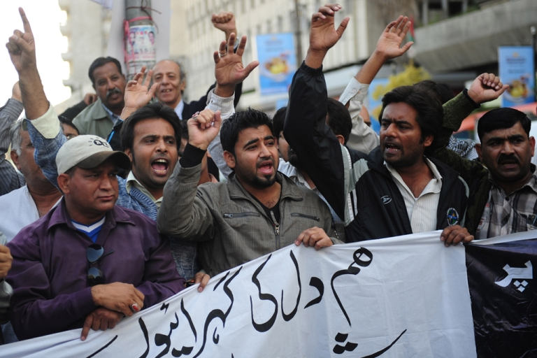 <p>Pakistani journalists shout slogans against the killing of media persons, in bomb attacks in Quetta, at a protest in Karachi on January 11, 2013.</p>