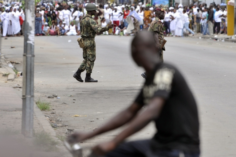 <p>Two Ivory Coast guards prepare to disperse a women's march against Laurent Gbagbo on February 28, 2011 in the Treichville suburb of Abidjan.</p>