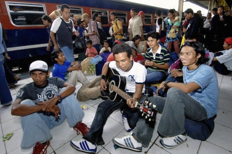 <p>A home-bound Indonesian youth plays the guitar while waiting along with others for their train at a railway station in Jakarta, 31 October 2005, to join families for the upcoming Eid-al-Fitr festival. Millions of Indonesians are expected to travel home back to celebrate Eid-al-Fitr festival, which marks the end of the Muslim's holy fasting month of Ramadan.</p>