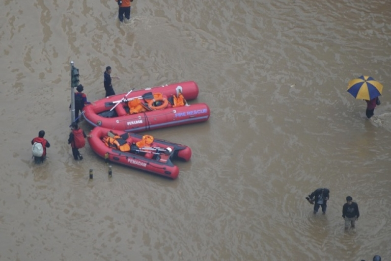 <p>Two rubber boats are ready to assist in an evacuation at the Hotel Indonesia roundabout as Jakarta's main streets are inundated by floodwater.</p>