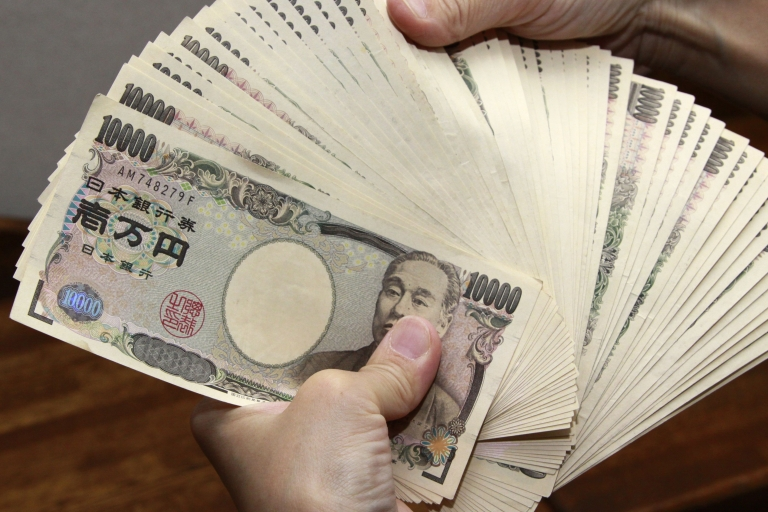 <p>Analysts insist January's figures were mainly dragged down by lunar new year holidays in key Asian markets, and say they expect the nation's current account to return to surplus in February as exports to Asia pick up.</p>