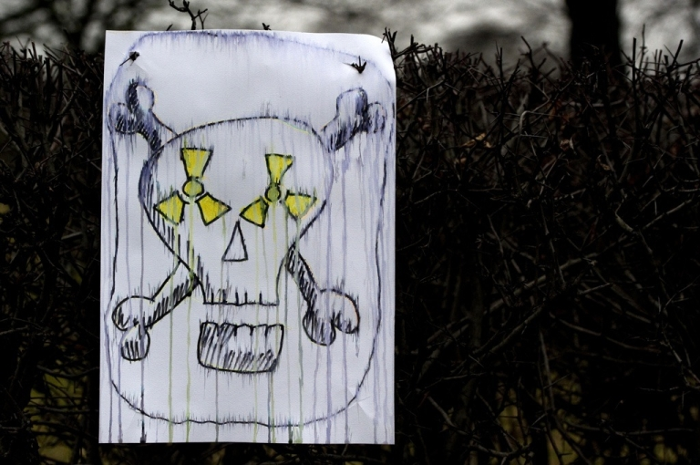 <p>A placard showing a skull has been left by anti-nuclear protesters near the Reichstag building on March 14, 2011 in Berlin.</p>