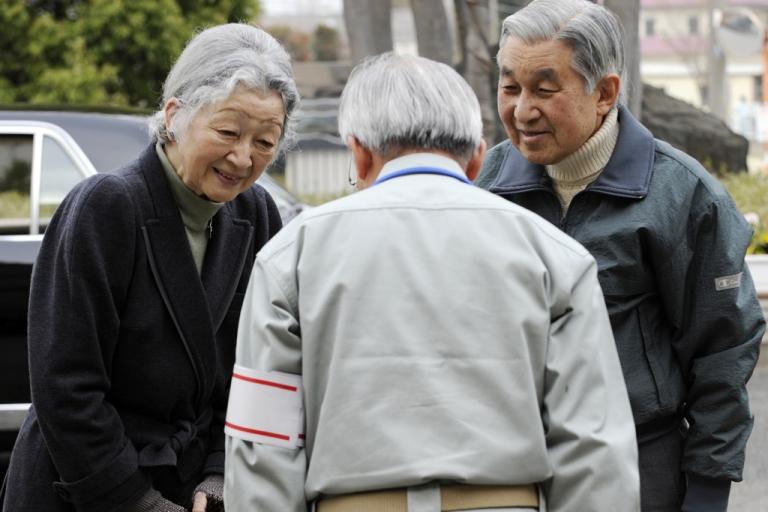 <p>Japanese Emperor Akihito (R) and Empress Michiko (L) speak with Futaba town mayor Katsutaka Idogawa (C) while visiting the Futaba town residents' makeshift shelter in Kazo, Saitama prefecture, on April 8, 2011.</p>