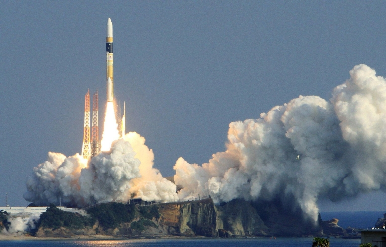 <p>Japan's H-2A rocket lifts off from the launch pad at the Tanegashima space centre in Kagoshima prefecture, on Japan's southern island of Kyushu on December 12, 2011.</p>