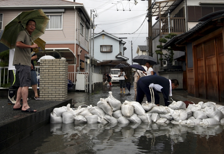 <p>People arrange sandbags in an effort to protect a residential area from floodwater caused by Typhoon Talas at Higashiyama on September 3, 2011 in Himeji, Japan. The Japan Meteorological Agency has issued heavy rain and wind warnings. 30,000 people have been advised to evacuate areas across of Western Japan as the typhoon sweeps in from the Pacific.</p>