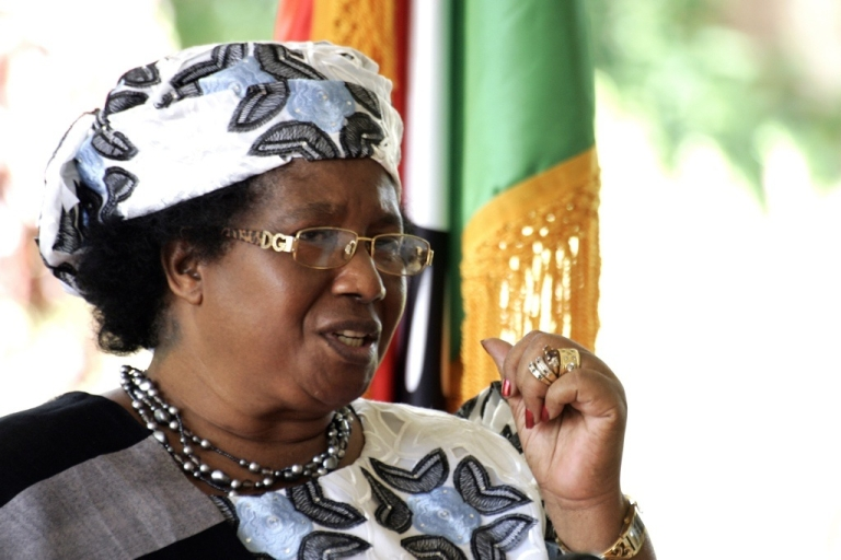 <p>Malawi's new President Joyce Banda gives a press conference on April 10, 2012 in Lilongwe. Banda said she was pinning her hopes on donors to re-open aid taps after she started talking to them on possible resumption of aid frozen over governance and macroeconomic concerns. Banda was sworn in on April 7, 2012 just hours after officials confirmed the death of president Bingu wa Mutharika whose rule had sparked alarms over democratic freedoms and economic mismanagement.</p>