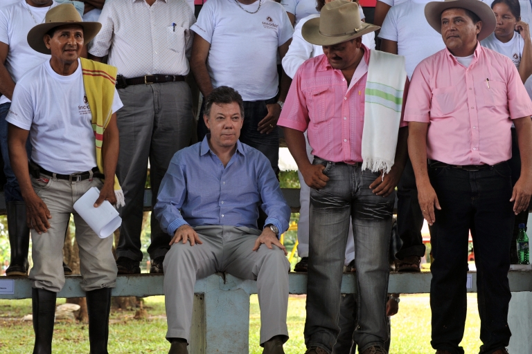 <p>Colombian President Juan Manuel Santos, sitting, is surrounded by farmers during a recent event in the Vichada department, eastern plains of Colombia.</p>