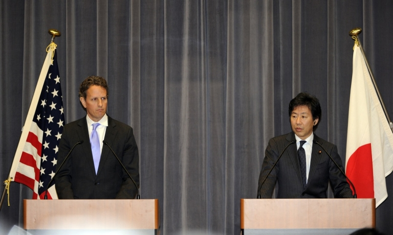 <p>Japanese finance minister Jun Azumi and US treasury secretary Timothy Geithner at their joint press conference in Tokyo, Jan. 12, 2012.</p>
