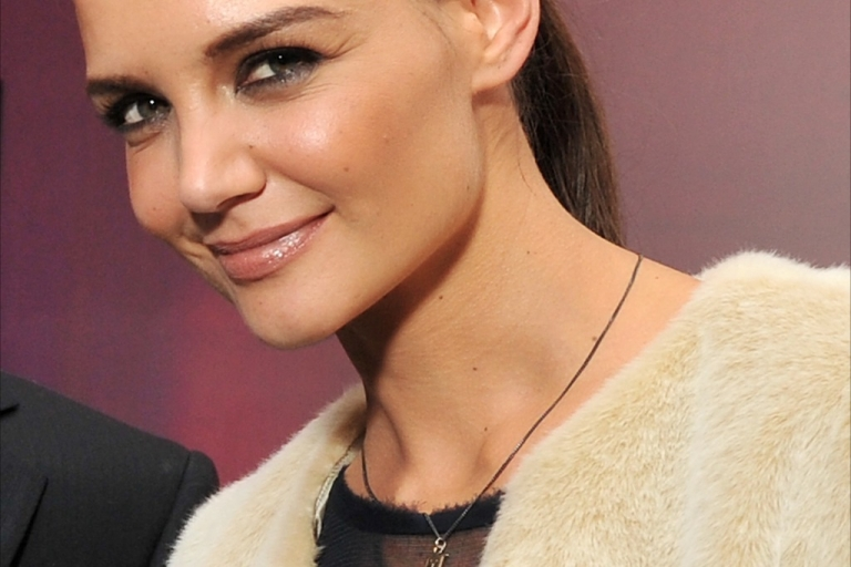 <p>Katies Holmes is believed to have opted against an all-girls Catholic School and instead will send Suri to an exclusive
