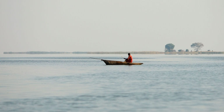 <p>A man rows his boat in Liwonde National Park October 5, 2007 in Liwonde, Malawi.</p>