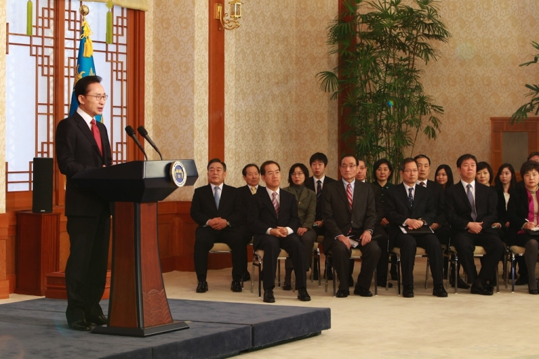 <p>South Korean President Lee Myung-Bak is seen here making a televised speech in Seoul on January 2 in the run-up to his visit to China. He used the speech to stress that the door for better cross-border ties is left open this year as North Korea's new leader takes over, while pledging to respond strongly to any provocations.</p>