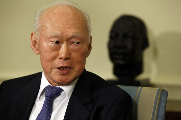 <p>Minister Mentor Lee Kuan Yew of Singapore makes brief remarks after meeting with President Barack Obama in the Oval Office at the White House October 29, 2009 in Washington, DC. Lee served as prime minister of Singapore between 1959 to 1990, and is regarded as an expert on Asian affairs and US relations with the region.</p>