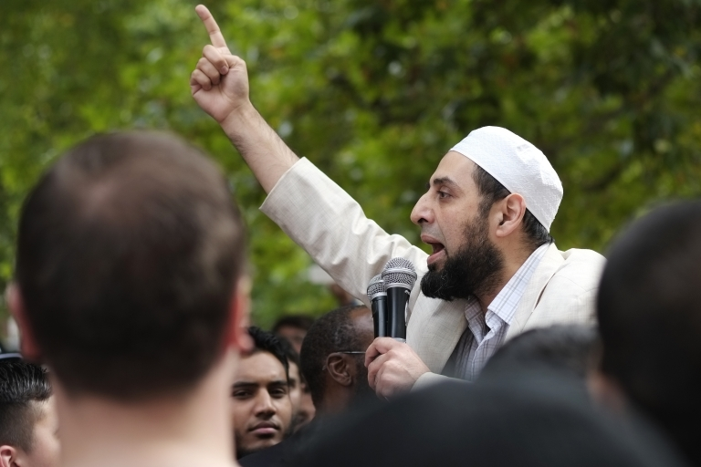 <p>Muslims protest outside the US Embassy in London on Sunday.</p>