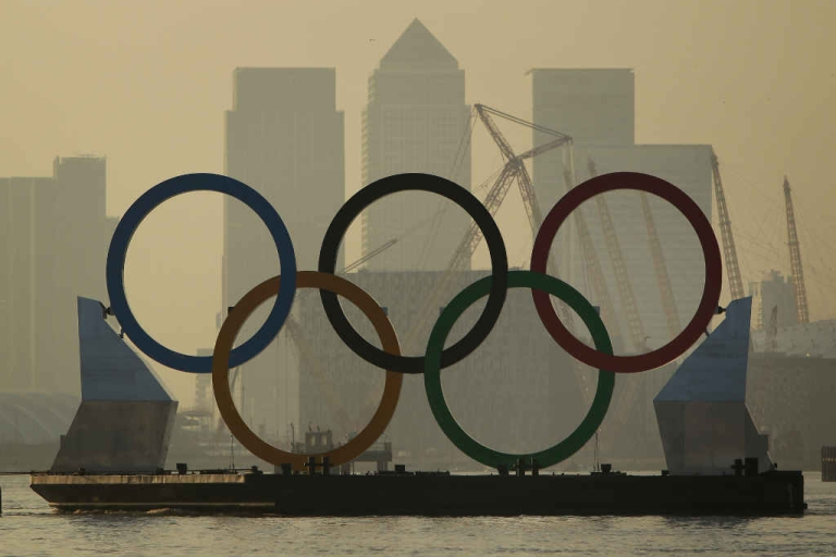 <p>Giant Olympic rings are towed on the River Thames in London, England.</p>
