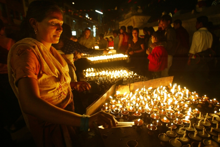 <p>A Nepalese woman lights prayer candles at the stupa Boudhanath for the Buddha's birthday in Kathmandu.</p>