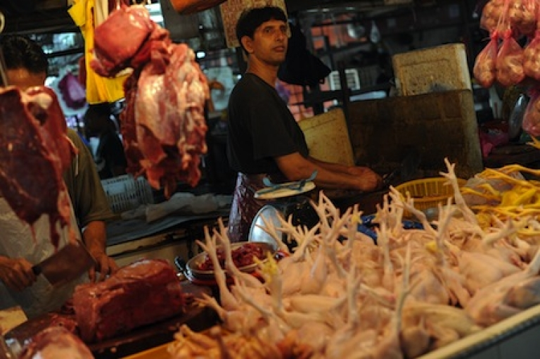 <p>A shopkeeper prepares an order for a cutomer at his chicken shop at a food market in downtown Kuala Lumpur on July 22, 2010. Official data showed the Malaysian consumer price index (CPI) rose 1.7% in June compared to a year ago, led by higher food prices.</p>