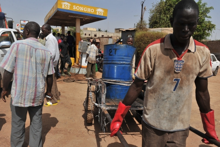 <p>Mali residents line up to buy gasoline on April 3, 2012 in Bamako. The troubled nation's military rulers faced fuel and money shortages from sanctions.</p>