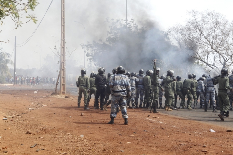 <p>Security forces stand in front of relatives and supporters of soldiers fighting rebels Tuareg in the north, during a protest against the 'weak' response to attacks by the rebels, in Bamako on February 2, 2012. Malian President Amadou Toumani Toure has urged citizens not to attack civilian Tuareg, after retaliatory attacks on the community following the resumption of the Tuareg rebellion.</p>