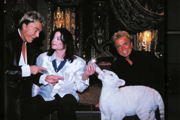 <p>World-renowned illusionists and conservationists Siegfried (L) &amp; Roy (R) pose with singer Michael Jackson (M) and Apollo, a rare white siberian tiger backstage at The Mirage on August 6, 2002 in Las Vegas, Nevada.</p>