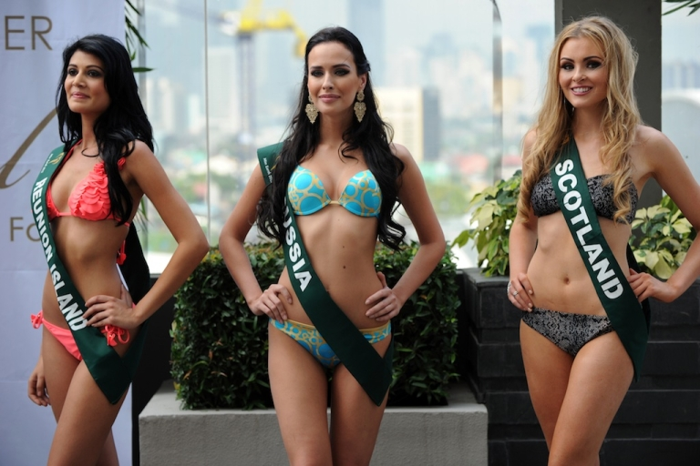 <p>Contestants (L-R) Aisha Valy of Reunion Island, Natalia Pereverzeva of Russia, and Sara Pender of Scotland pose for photographers during a press presentation of the Miss Earth beauty pageant at a hotel in Manila on November 6, 2012.</p>