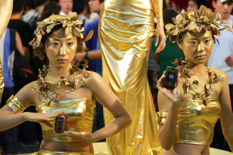 <p>Chinese models show off Motorola handsets during a promotion at Beijing's Forbidden City concert hall on Aug. 28, 2006.</p>