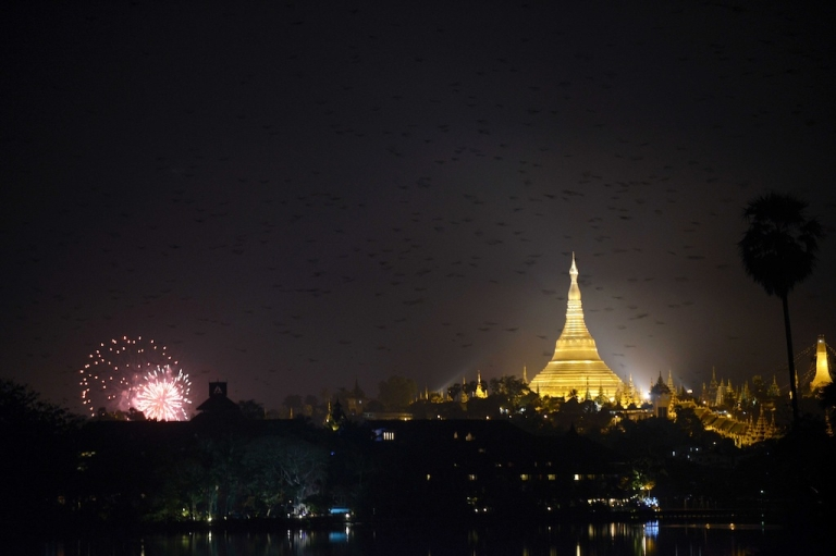 <p>A view of birds scattering as New Year's fireworks go off near the Shwe Da Gon pagoda at Kandawgyi Lake in Yangon on December 31, 2012. Some 50,000 people were expected to gather at the revered golden Shwedagon Pagoda in Yangon for the city's first public countdown to the New Year and fireworks.</p>