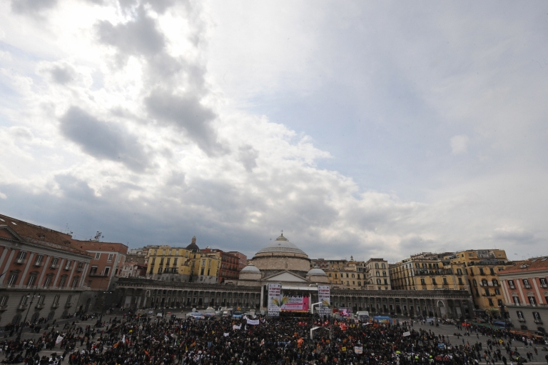 <p>People gather at Plebiscito square at the end of a demonstration to mark the 14th national day of remembrance of the victims of the organized crime on March 21, 2009 in Naples.</p>