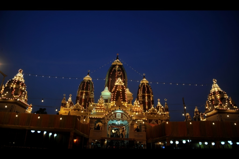 <p>The illuminated exterior of the Hindu Laxmi Narayan Temple is pictured in New Delhi on August 22, 2011.</p>