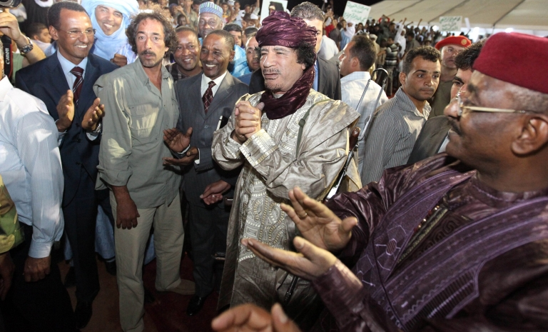 <p>Ex-Libyan dictator Colonel Muammar Gaddafi (C) arrives at a gathering of Tuareg tribes from Libya, Mali and Niger in the southern city of Sebha in October 2009.</p>