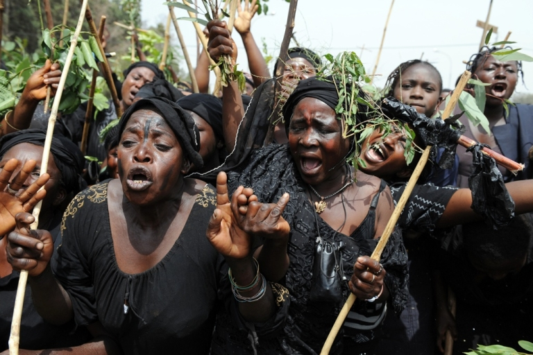 <p>Thousands of Nigerian women march to express grief at sectarian carnage and anger at the failure to stop it in Jos, Plateau State, on March 11, 2010.</p>
